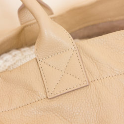 detail-sac-beige_josepha-en-famille_coutures_anses